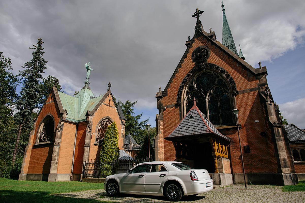 świerklaniec kościół w parku